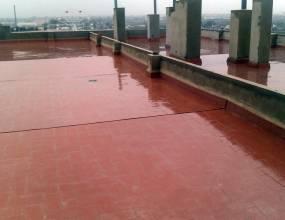 Colocación de pavimento de rasilla sobre impermeabilización para cubierta transitable