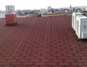 Lamina de diseño italiana. Impermeabilización de cubierta inclinada sobre viviendas con lamina asfaltica autoprotegida y decorativa impor